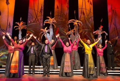 cape-town-opera-chorus-foto-03-credit-kim-stevens-400x269
