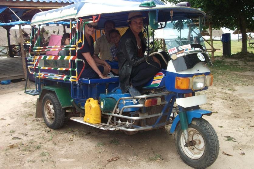 Laotisches Transportmittel © Wolfgang Stoephasius
