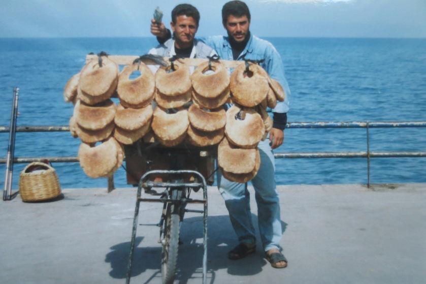 Brotverkäufer an der Strandpromenade von Beirut © Wolfgang Stoephasius