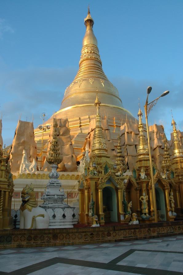Die Shwedagon Pagode in Yangon © Wolfgang Stoephasius