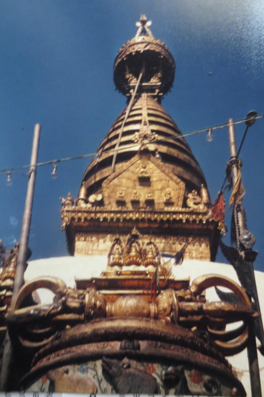Stupa und Donnerkeil © Wolfgang Stoephasius