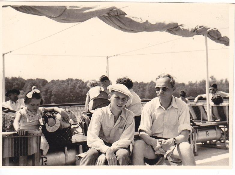 Auf der Donau mit meinem Vater © Wolfgang Stoephasius