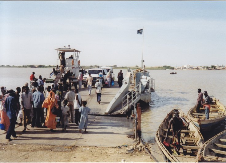 Schließlich kamen wir an den Senegal-River und mit der Fähre ging es hinüber in das gleichnamige Land.