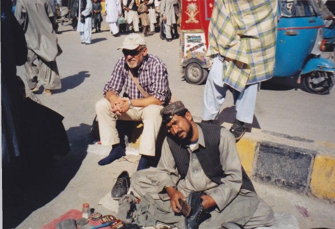 Schuhputzer in Islamabad © Wolfgang Stoephasius