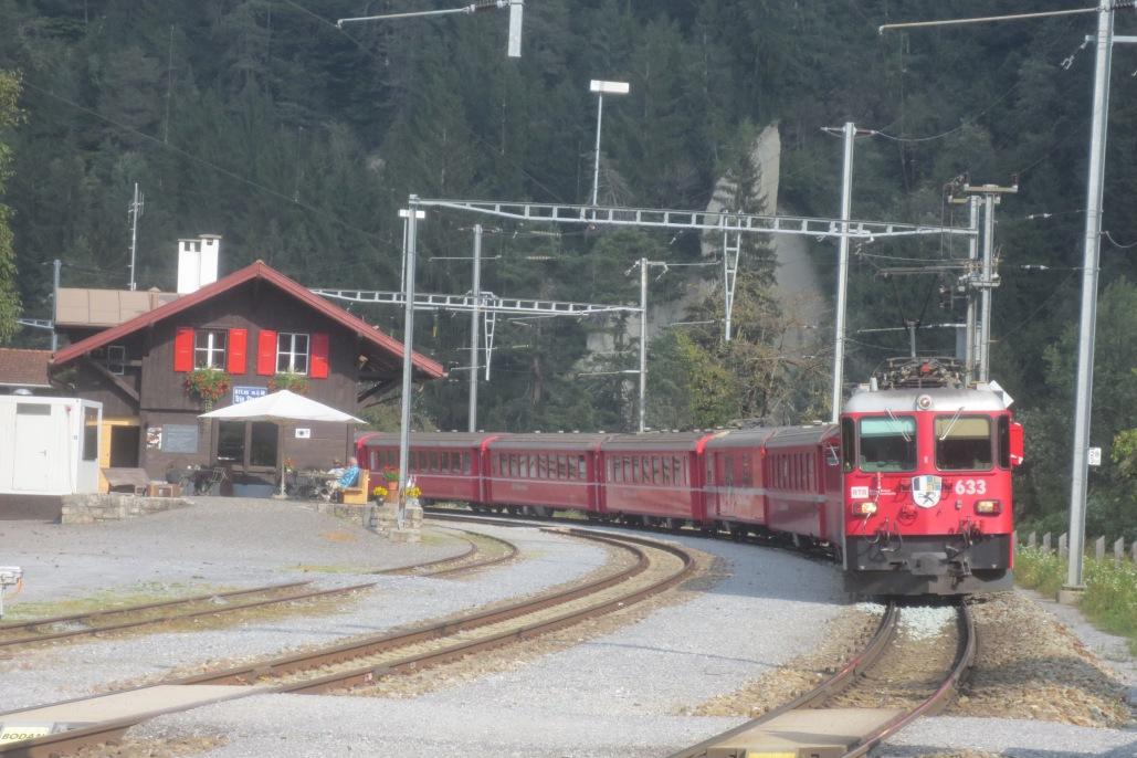 Der Bahnhof in Trin © Wolfgang Stoephasius