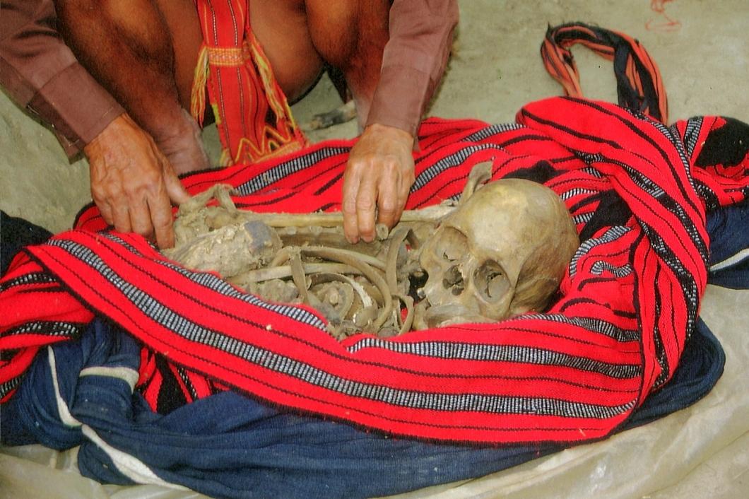 Stoffbeutel mit Skelett © Wolfgang Stoephasius