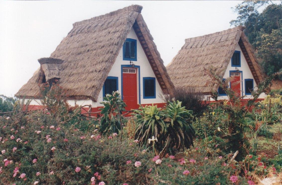 Typische Häuser in Santana © Wolfgang Stoephasius