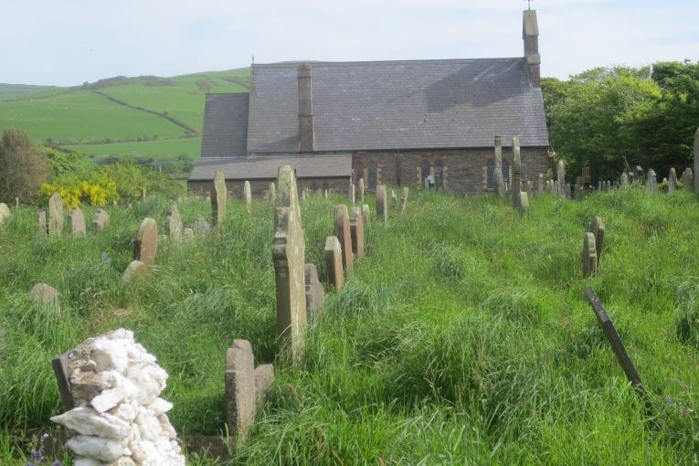Kirche und Friedhof bei der Ortschaft Patrick © Wolfgang Stoephasius