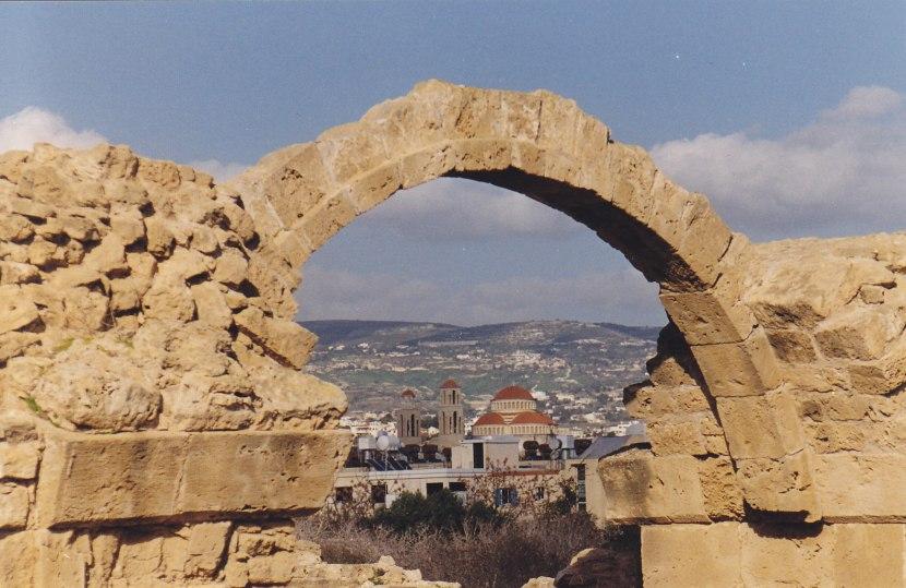 Blick auf Paphos von den Ruinen der Kathedrale © Wolfgang Stoephasius