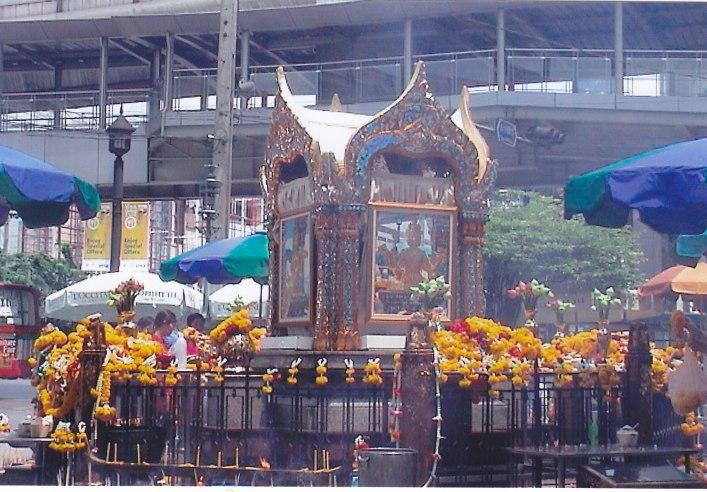 Der Erawan Shrine in Bangkok © Wolfgang Stoephasius