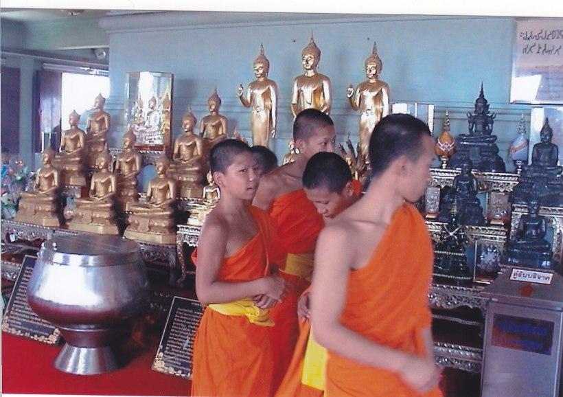 Mönche am Golden Mount in Bangkok © Wolfgang Stoephasius