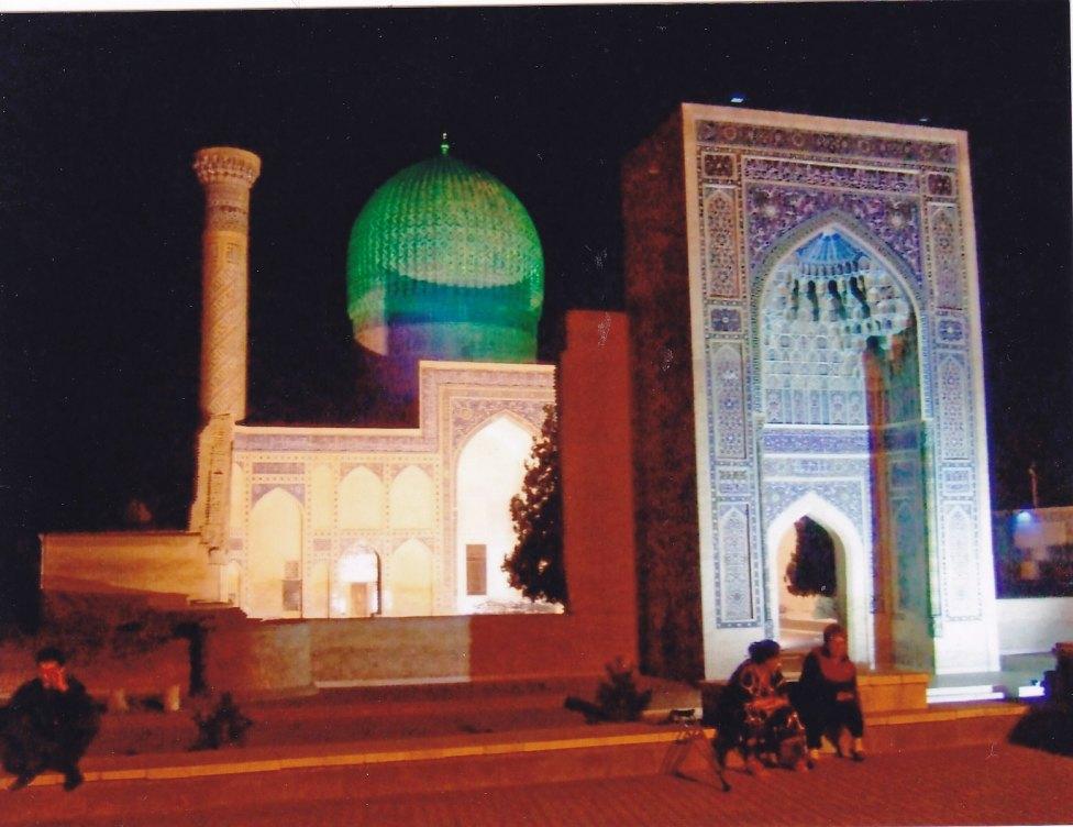 Gur-e Amir Mausoleum bei Nacht © Wolfgang Stoephasius