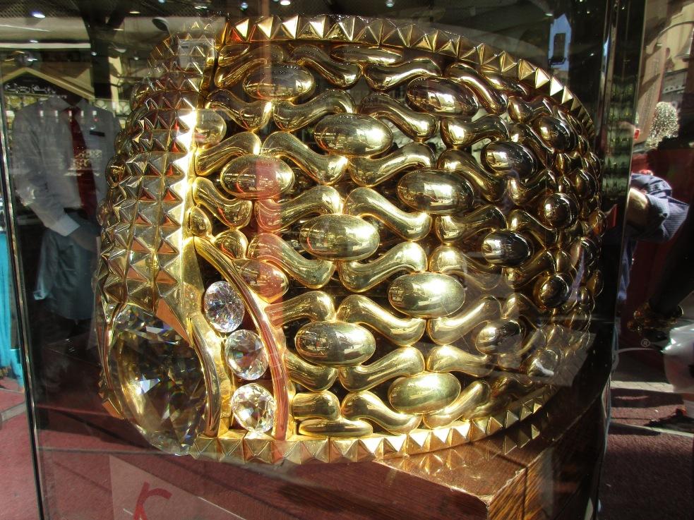 Ring aus 55 kg Gold © Wolfgang Stoephasius