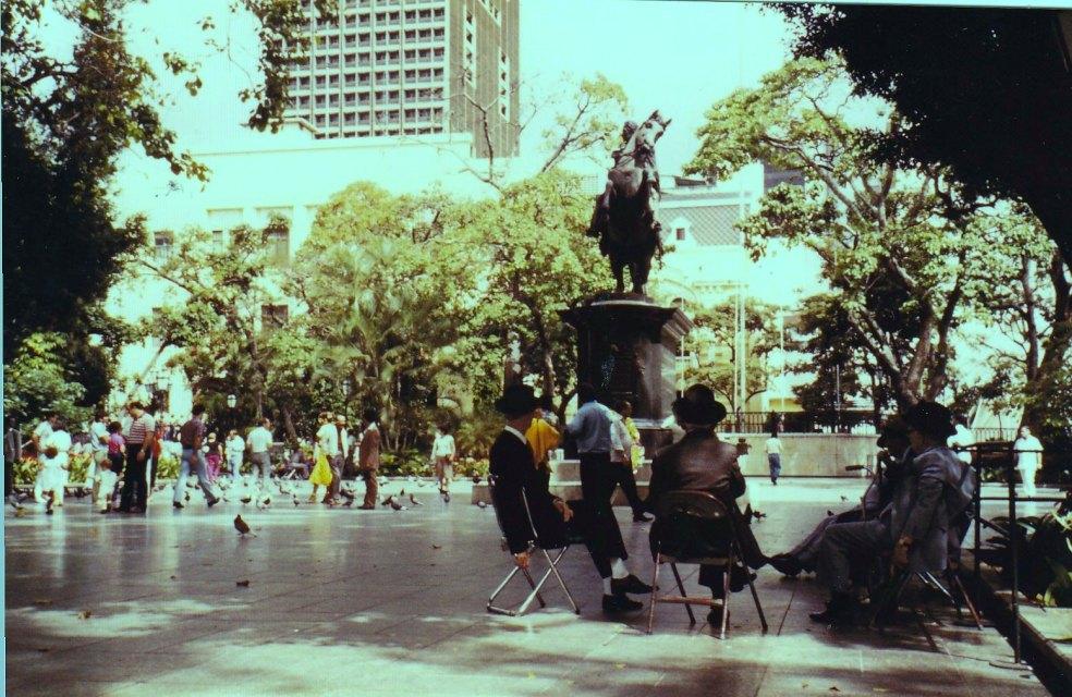 Plaza Bolivar © Wolfgang Stoephasius