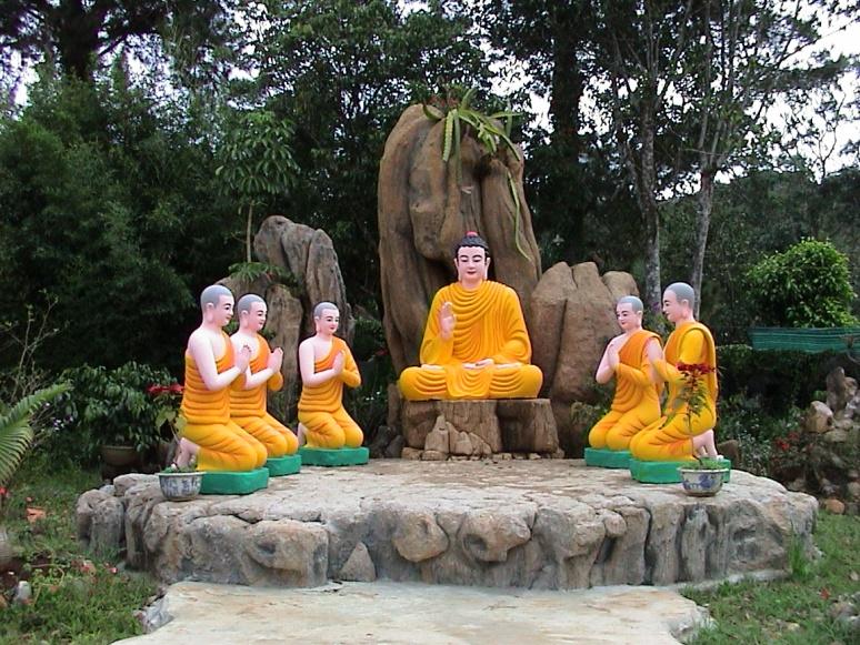 Buddha mit seinen Jüngern © Wolfgang Stoephasius