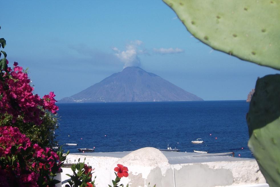 Der Vulkan Stromboli © Wolfgang Stoephasius
