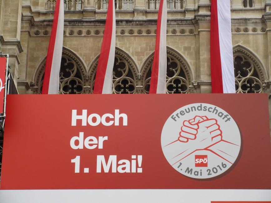 Das Wiener Rathaus am 1. Mai © Wolfgang Stoephasius